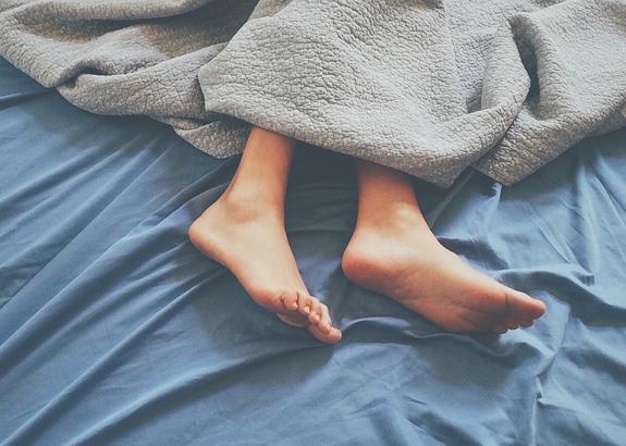 Дефицит сна у женщин среднего возраста может привести к развитию остеопороза