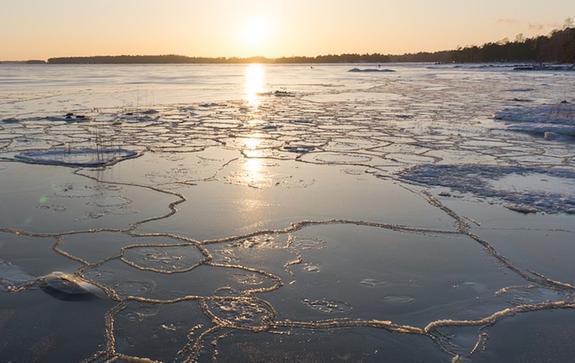 Подросток спас девочку, провалившуюся под лед в Свердловской области
