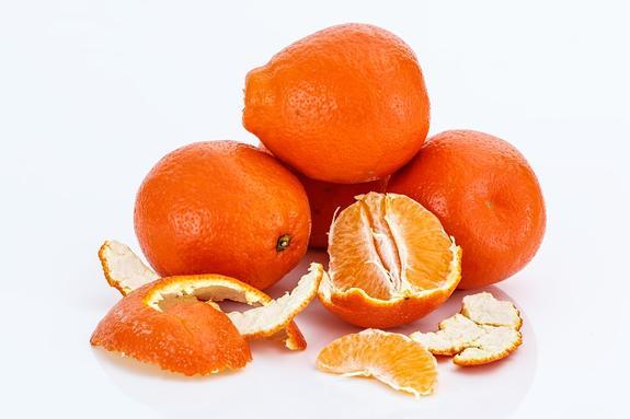 Эксперт объяснила,   чем и кому вредны  и опасны мандарины