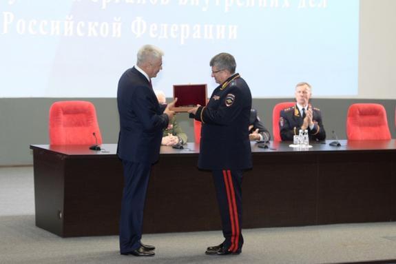 Колокольцев вручил государственные и ведомственные награды сотрудникам органов внутренних дел РФ