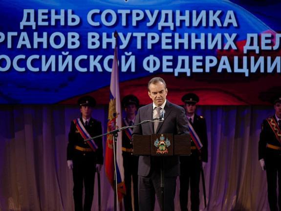 Вениамин Кондратьев поздравил полицейских с профессиональным праздником