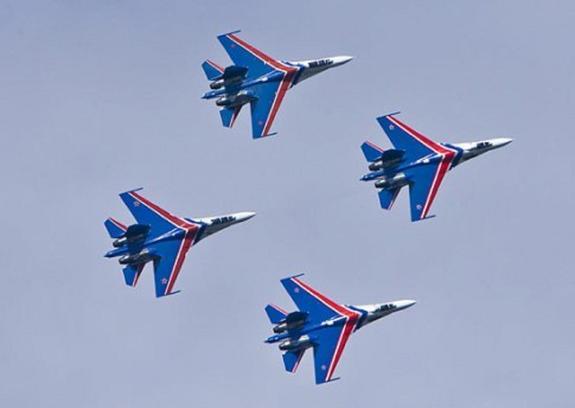 """Видео: """"Русские витязи"""" продемонстрировали новые истребители Су-35С"""