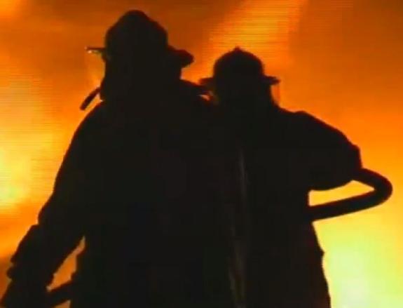 На юго-западе Москвы в квартире многоэтажки произошел пожар, есть пострадавшие