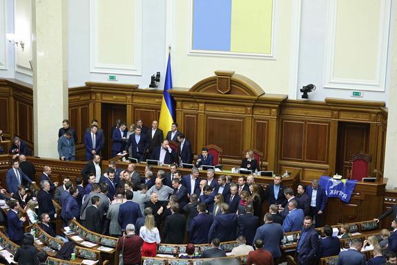В Раде рассказали о планах команды Зеленского отгородиться стеной от ДНР и ЛНР