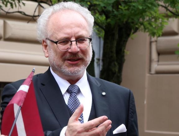 Президент Латвии: народ мало думает о благе страны