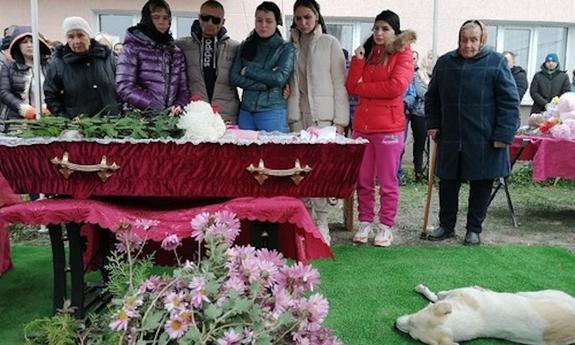 На похороны убитой  отчимом  в Крыму 5-летней девочки пришли проститься сотни неравнодушных людей