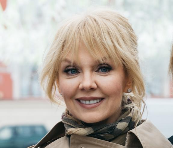 51-летняя певица Валерия во время тренировки в спортзале выглядит на 30 лет моложе
