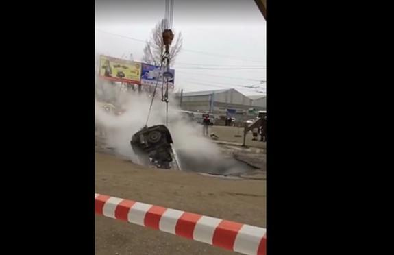 Очевидцы раскрыли подробности появления ямы с кипятком в Пензе