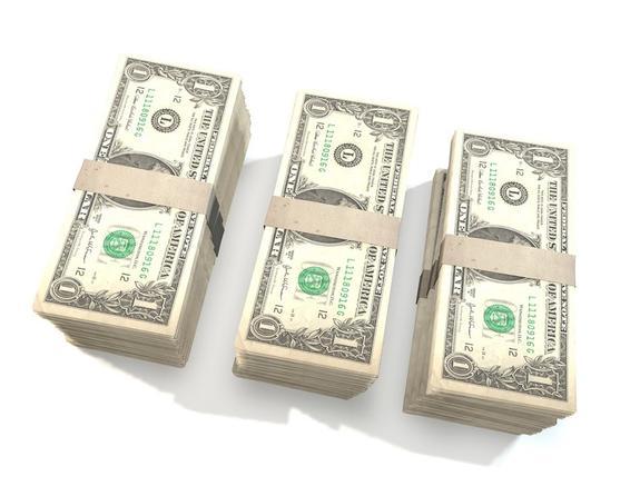 В кошельки американцев попали бутафорские доллары, которые используются в кино