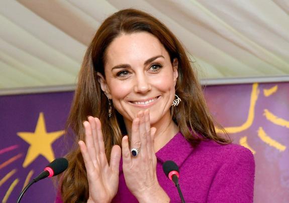 Герцогиня Кейт покорила поклонников рождественским нарядом на кулинарном шоу
