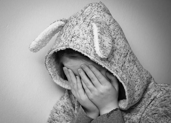 В Москве неизвестные избили школьницу из-за дорогой сумки