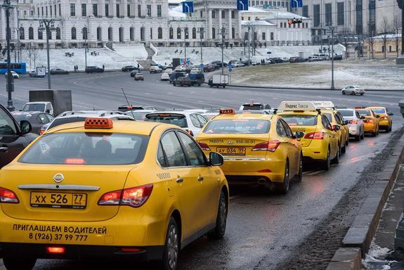 В России уже пару месяцев идёт война. Война таксистов против агрегаторов