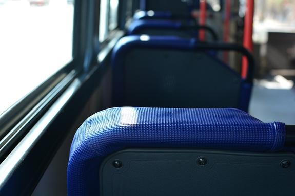 Автобус врезался в столб в Саратове, 11 пострадавших