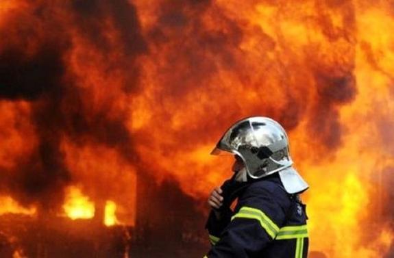 В центре Петрозаводска загорелся склад