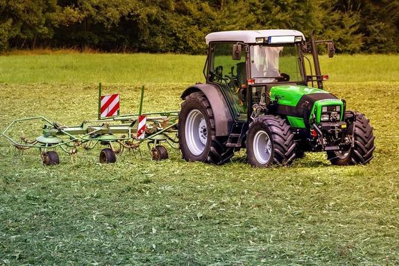 В Чувашии легковушка столкнулась с трактором, погибли две школьницы и взрослый