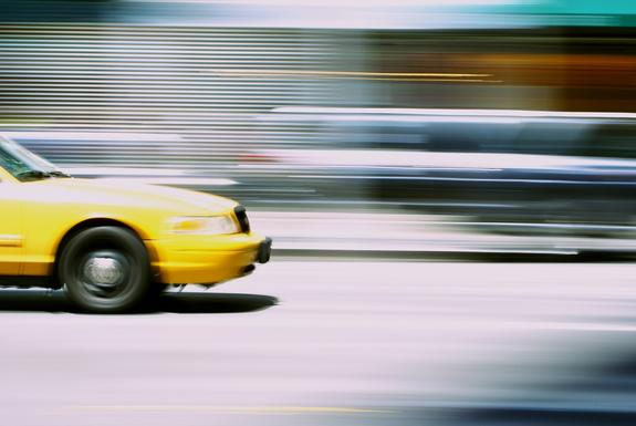 В Москве таксист лишился машины во время обеда