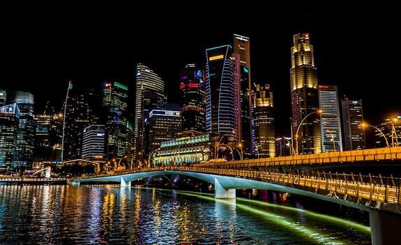 В Сингапуре суд предъявил гражданину РФ обвинения в финансовых махинациях