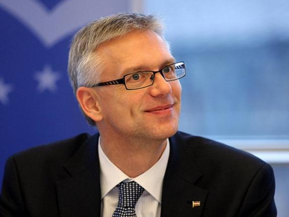 Премьер-министр Латвии заговорил по-русски