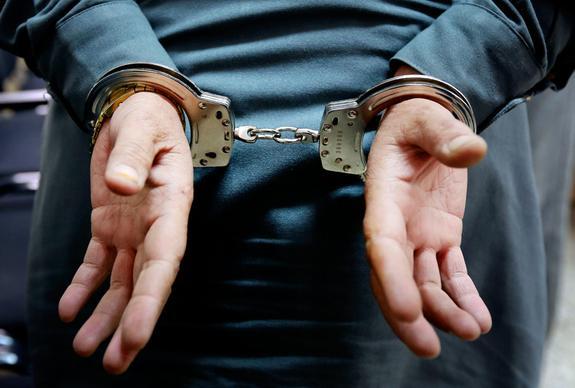 По подозрению в получении взятки задержан сотрудник ГИБДД в Краснодаре