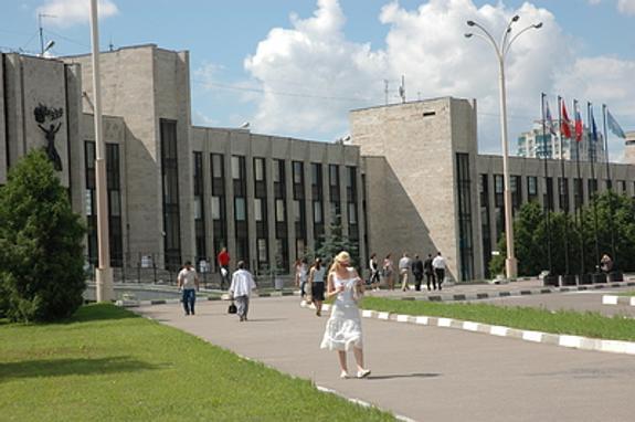 Минобрнауки РФ осудило МГИМО за отказ пустить студентку в хиджабе
