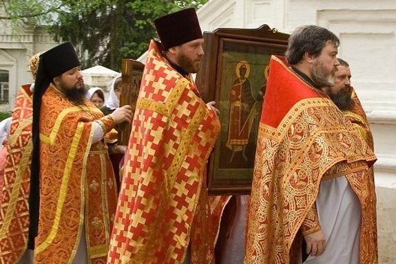 В Златоусте инспекторов ГИБДД усилили священниками