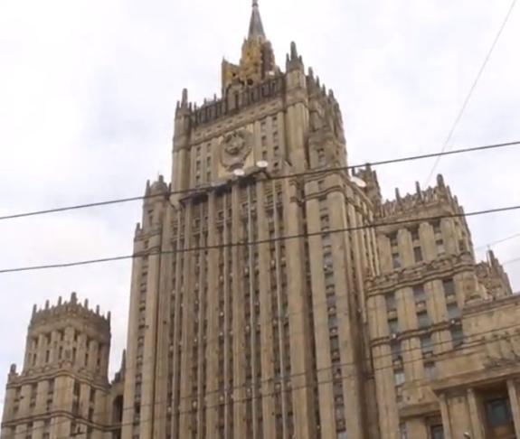Здание МИД РФ лишается шпиля. На время