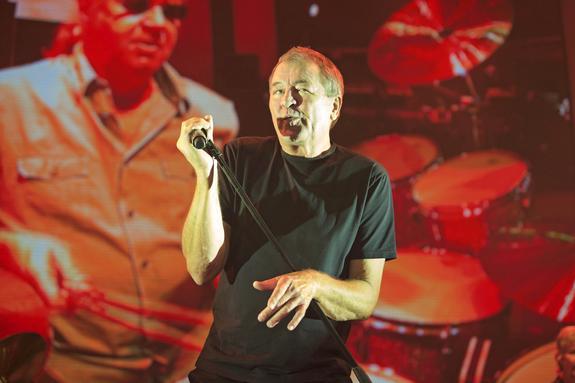 Дмитрия Медведева - фаната Deep Purple - на концерт позвал лидер группы