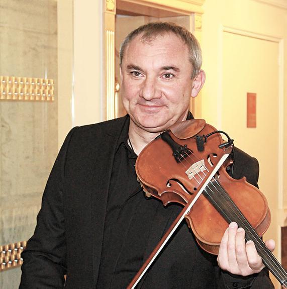 Фоменко начал карьеру скрипача