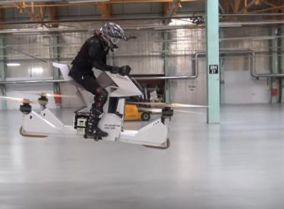 В Москве испытали первый в мире «летающий мотоцикл» (ВИДЕО)