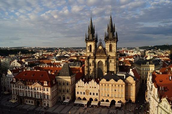 Посла Чехии в Швейцарии отзывают из-за твитов его жены