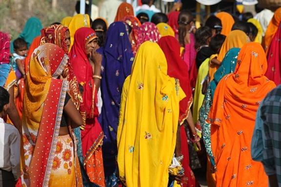 Индиец поджег себя на собственной свадьбе из-за песен жены