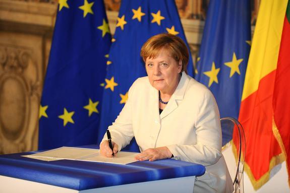 Меркель призвала беженцев уважать ценности Германии