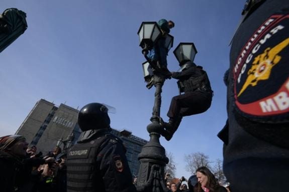 Активист Марк Гальперин задержан полицией по делу о митингах 26 марта