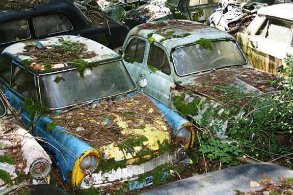 На продажу выставили кладбище старых автомобилей
