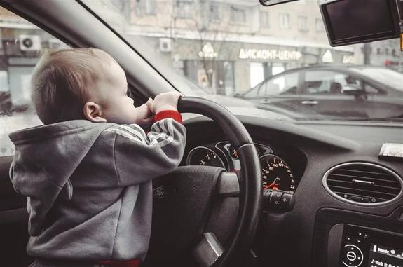 Молодых водителей снова пытаются ущемить в правах
