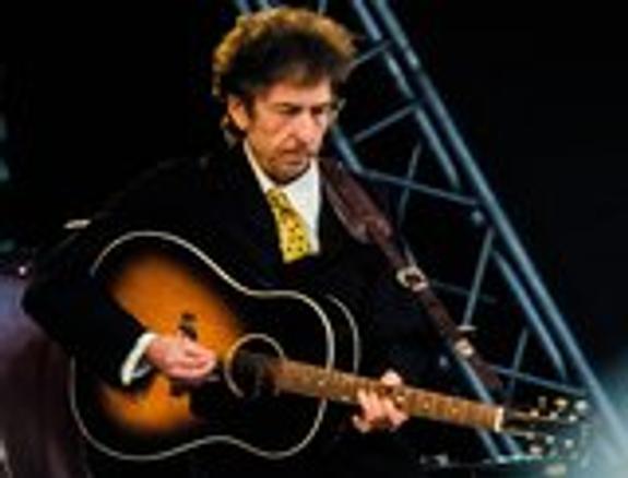 Нобелевский комитет наконец-то вручил премию Бобу Дилану