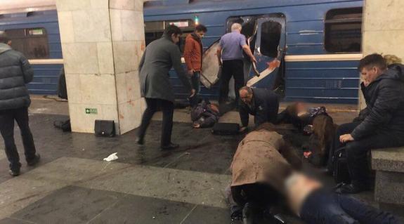 Свидетели ЧП в петербургском метро сообщили о мужчине, бросившем в вагоне рюкзак