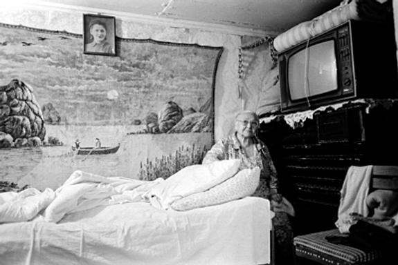 Пожилой смолянин погиб, уронив на себя телевизор