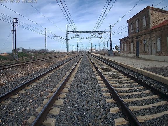 В Азербайджане грузовой поезд протаранил автомобиль