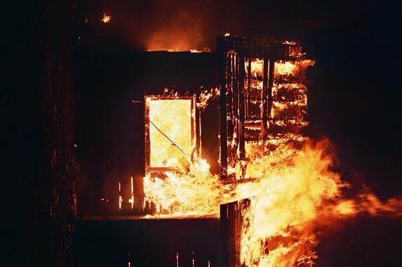 Сразу семь частных домов загорелись в Ленобласти