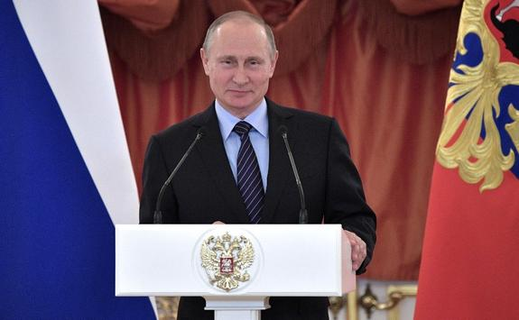 Путин рассказал на ПМЭФ о «севшем на голову России» Западе