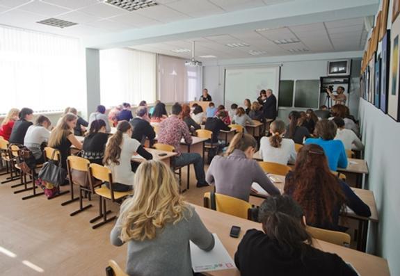 Кабмин РФ: в России количество студентов сократилось на 40%