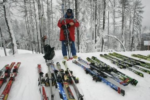 В Карелии встретили холодное лето: налепили снеговиков и встали на лыжи