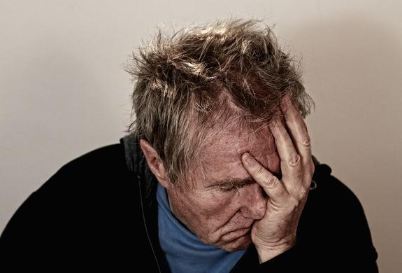 Ученые выяснили причину утренней головной боли