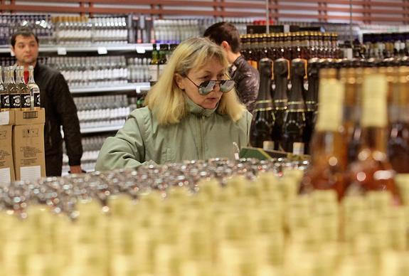 В День России в Москве в местах массовых гуляний ограничат продажу алкоголя