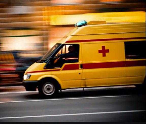 """Спешившая к месту аварии """"скорая"""" сбила женщину на переходе"""