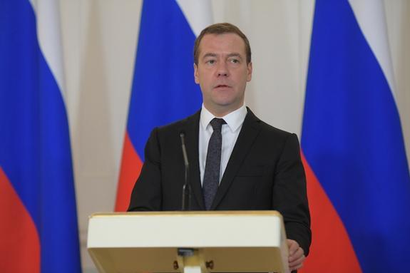 Медведев заявил о начале полноценной торговой войны против России