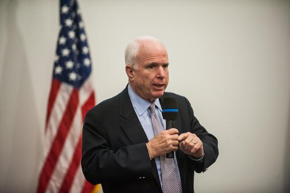 """Маккейн назвал обеспокоенность Трампа санкциями против России """"неуместной"""""""