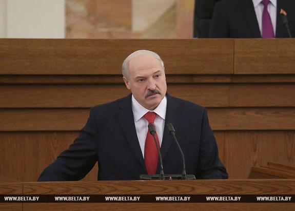 Лукашенко намерен заставить работать 300 тысяч белорусов