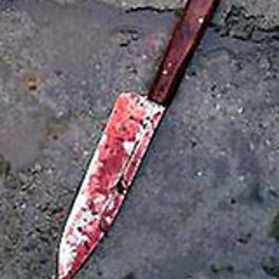 Девятиклассник набросился на незнакомую второклашку с ножом